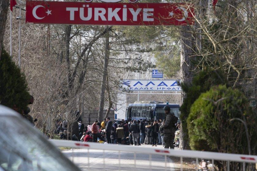 Турското външно министерство: Няма да променяме бежанската си политика