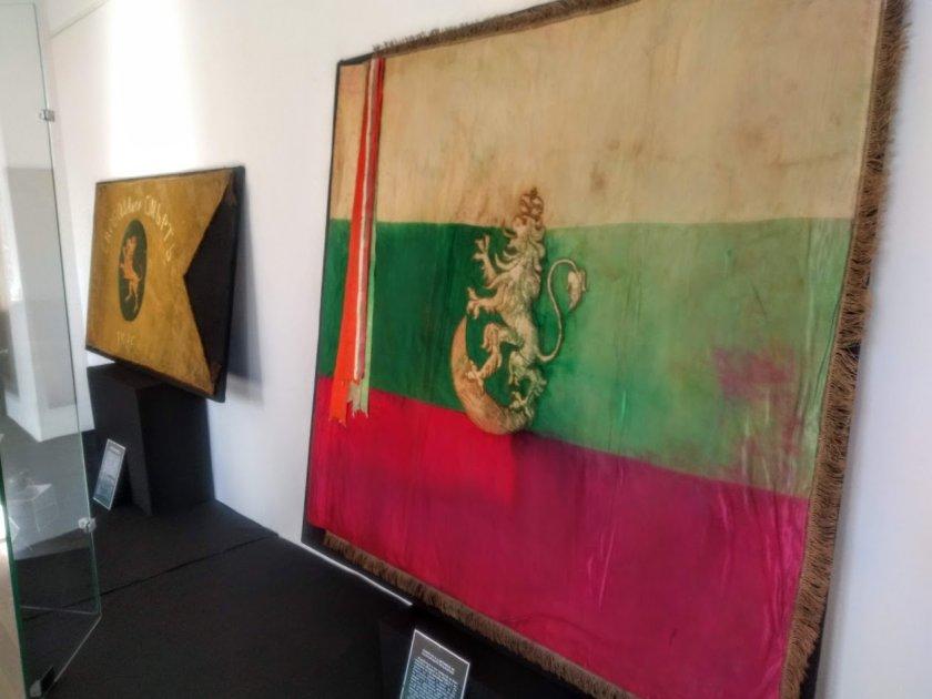 изложбата знамена свободата гостува военноморския музей варна