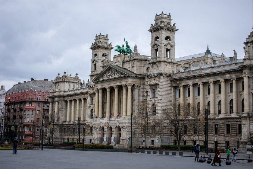 Унгария обяви извънредно положение заради коронавируса