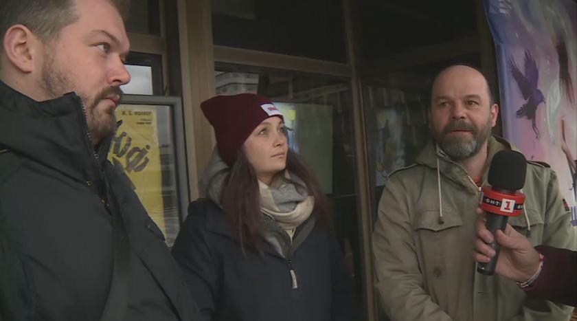 Актьори от благоевградския драматичен театър на протест