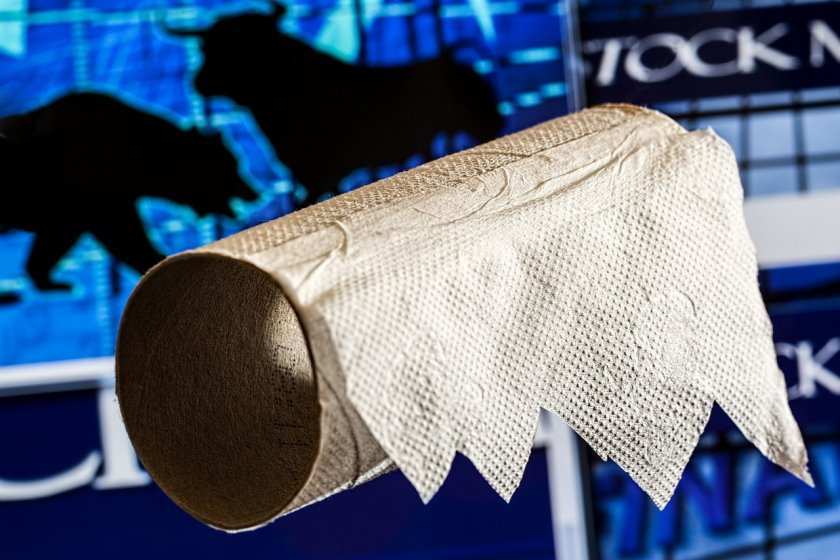 Защо се презапасяваме с тоалетна хартия?