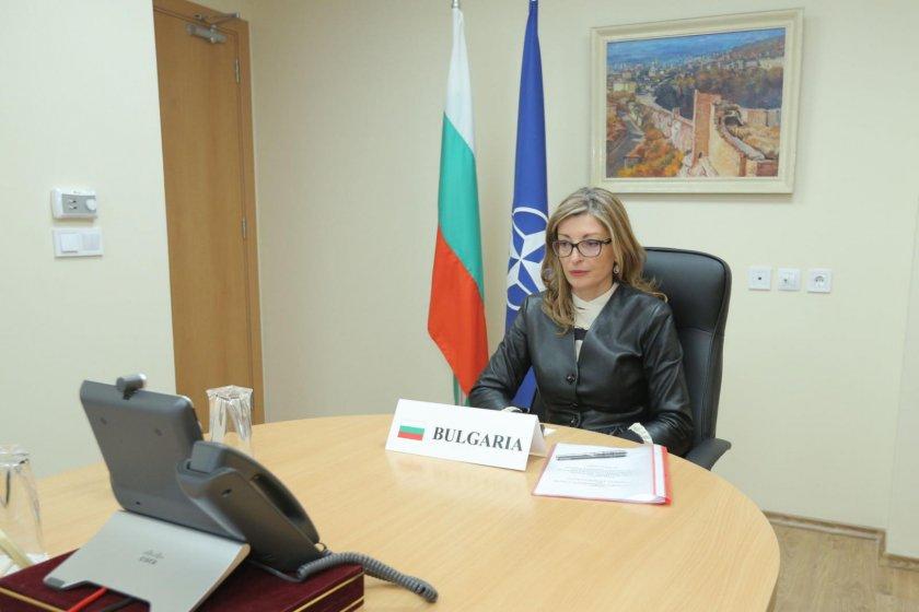 Захариева: Нашите граждани очакват НАТО активно да се включи в борбата с коронавируса