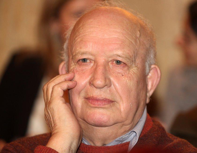 почина поетът публицист преводач никола инджов
