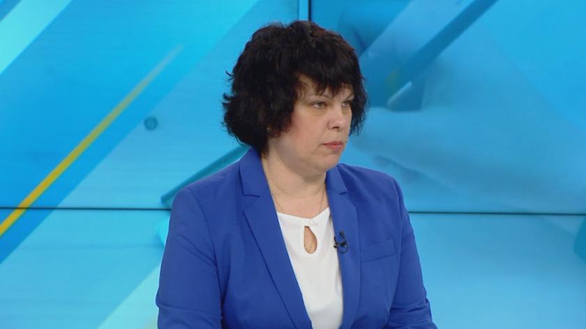 Зам.-министър Михайлова: До 21 май се подават заявления за трета матура по желание