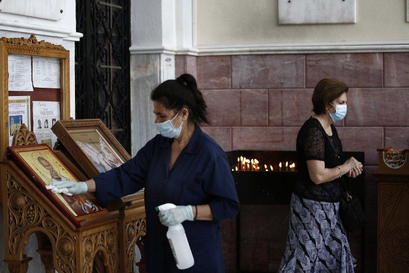 Гръцките църкви отбелязват Възкресение Христово тази вечер