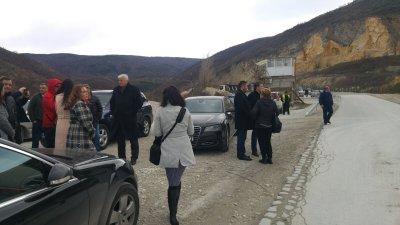 Проверяват кариерата край село Белащица