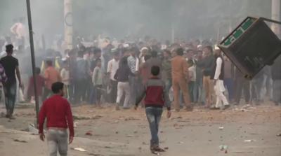 7 души бяха убити при безредици в Ню Делхи