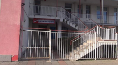 Двама души са приети със съмнения за коронавирус в Бургас