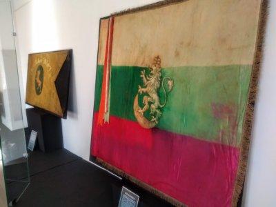 """Изложбата """"Знамена на свободата"""" гостува във Военноморския музей във Варна"""