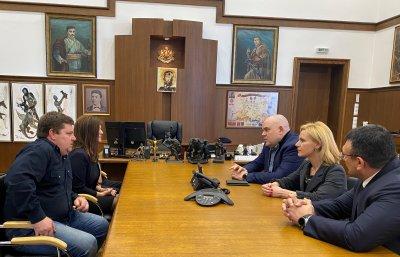 Главният прокурор Гешев разговаря с родителите и момчето, станало обект на нападение в столичния градски транспорт