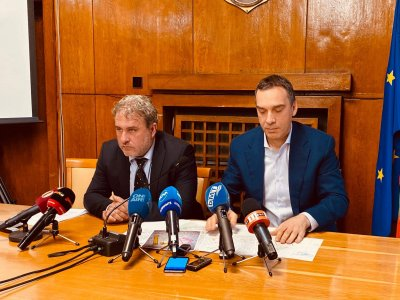 Спряха събарянето на емблематична сграда в Бургас