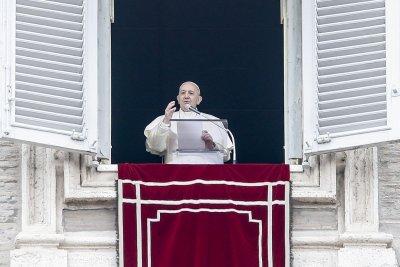 Ватиканът: Папа Франциск има само леко неразположение