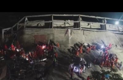 Издирват оцелели след срутването на хотел за лица под карантина в Китай