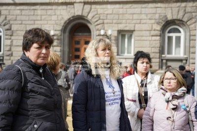 След 30-часов престой: Медицинските сестри напуснаха доброволно бившия Партиен дом (ОБЗОР)