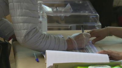 Франция гласува въпреки коронавируса