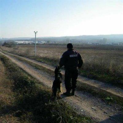Откриха две малки деца, изгубили се край Любимец