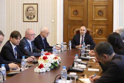 Президентът Радев на извънредна среща с работодателски организации