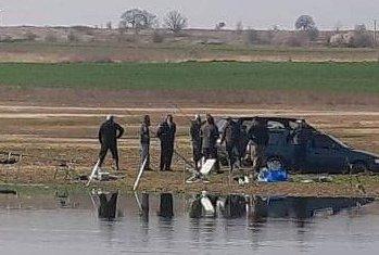 """Голямо струпване на рибари край яз. """"Пясъчник"""" - нарушават ли се мерките срещу COVID-19"""