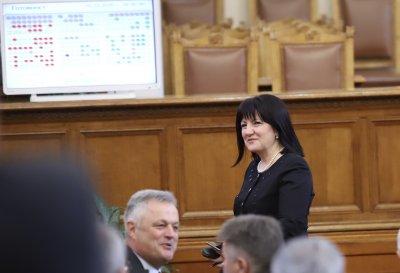 Цвета Караянчева свиква извънредно пленарно заседание на Народното събрание