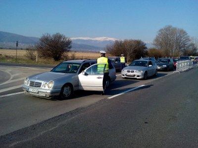МВР разработи спешно бланка за улеснение при придвижване през КПП в областните градове