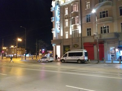 Хотел на Лъвов мост е поставен под карантина, в него са настанени британски туристи, пристигнали от Банско