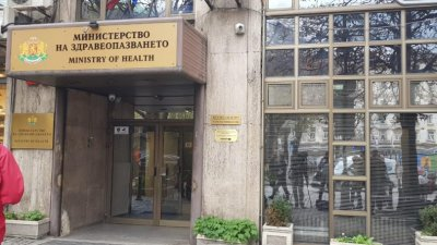 Министър Ананиев отмени заповедта за влизане и преминаване у нас на тирове за Турция