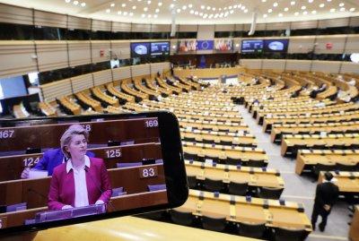 ЕК: Мерките срещу COVID-19 не трябва да подкопават демокрацията