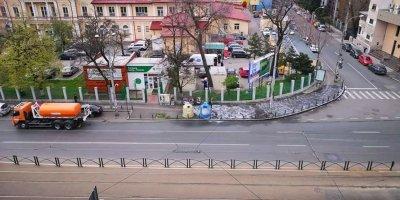Дезинфекция на улиците в Букурещ (СНИМКИ)