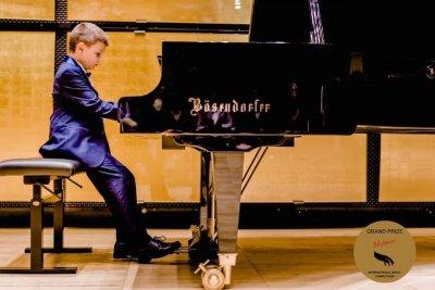 8-годишният Борис Дюлгеров от Пловдив с първа награда от Международния конкурс за пианисти в Белград