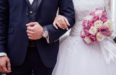 Притеснени младоженци масово отменят сватби заради коронавируса