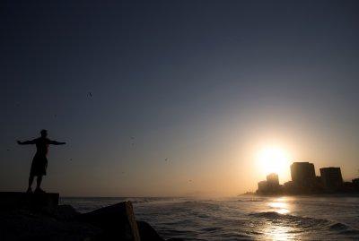 Сърфисти излязоха в Рио де Жанейро напук на мерките срещу COVID-19