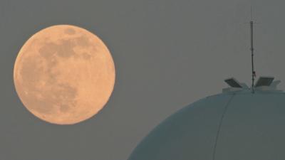 Супер Луна над Европа
