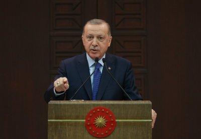 Турция затваря 30 големи града, маските вече са задължителни навън