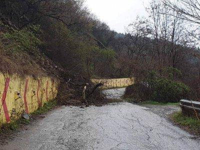 Пътят до Асеновата крепост е затворен временно заради свлачище
