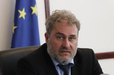 Глобиха министър Банов с 500 лв. за пушене в кабинета му