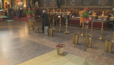 Дезинфекцират около храмовете в София