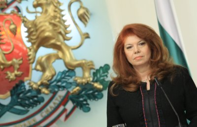 Вицепрезидентът Илияна Йотова с писмо-обръщение към българите в чужбина