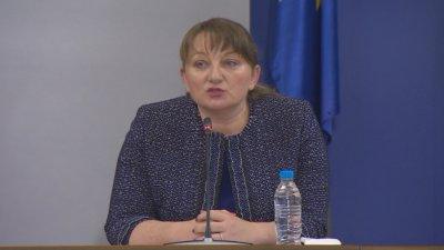Министър Сачева: 1553 заявления са подадени вчера по програмата 60/40