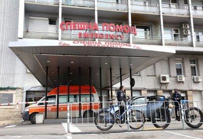 """Лекари от """"Пирогов"""" и ВМА аплодираха гражданите, които си остават вкъщи"""