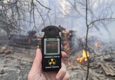 """Пожарът в района на АЕЦ """"Чернобил"""" не стихва вече 10 дни (СНИМКИ)"""