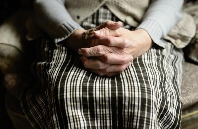 Учени: 50% от смъртните случаи от COVID-19 в Европа вероятно са в старчески домове