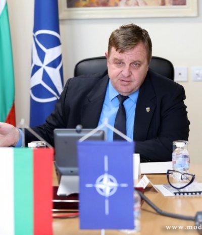 Министрите на отбраната на НАТО обсъдиха взетите мерки за справяне с COVID-19