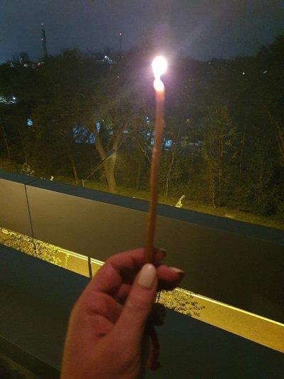 Приятели и колеги на Милен Цветков запалиха свещ на прозорците си за него (СНИМКИ)