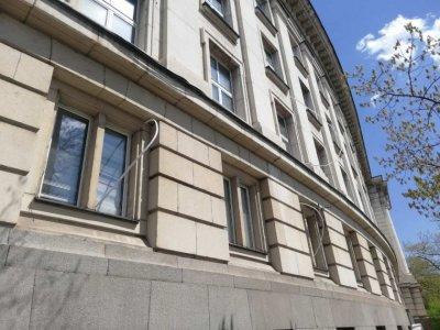 Министър Банов очаква максимална глоба за нарушената фасада на СУ