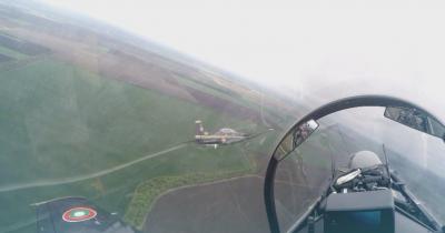 Да обикаляш облаците с главата надолу с 400 км/ч