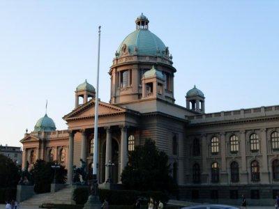 Депутати от опозицията в Сърбия обявиха гладна стачка пред парламента