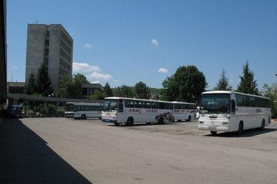 Възстановяват частично автобусните линии в община...