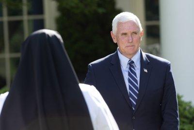 Сътрудник в екипа на американския вицепрезидент Майк Пенс е заразен с коронавирус