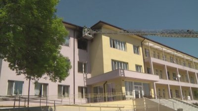 Заради болен с коронавирус: Изолират пожарникарите, гасили пожара в старческия дом в Благоевград
