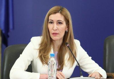Ангелкова: Отваряме границите поетапно за държави със сходна епидемична обстановка